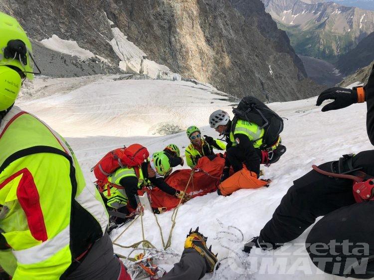 Incidenti di montagna: estratti tre alpinisti da un crepaccio sul Monte Bianco