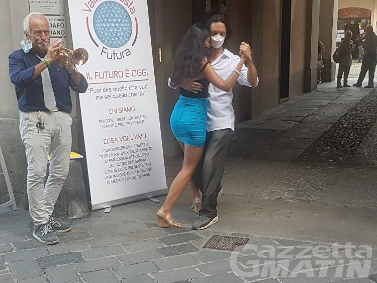 Valle d'Aosta Futura: raccolta firme a ritmo di tango, ma scoppia la polemica con Rinascimento