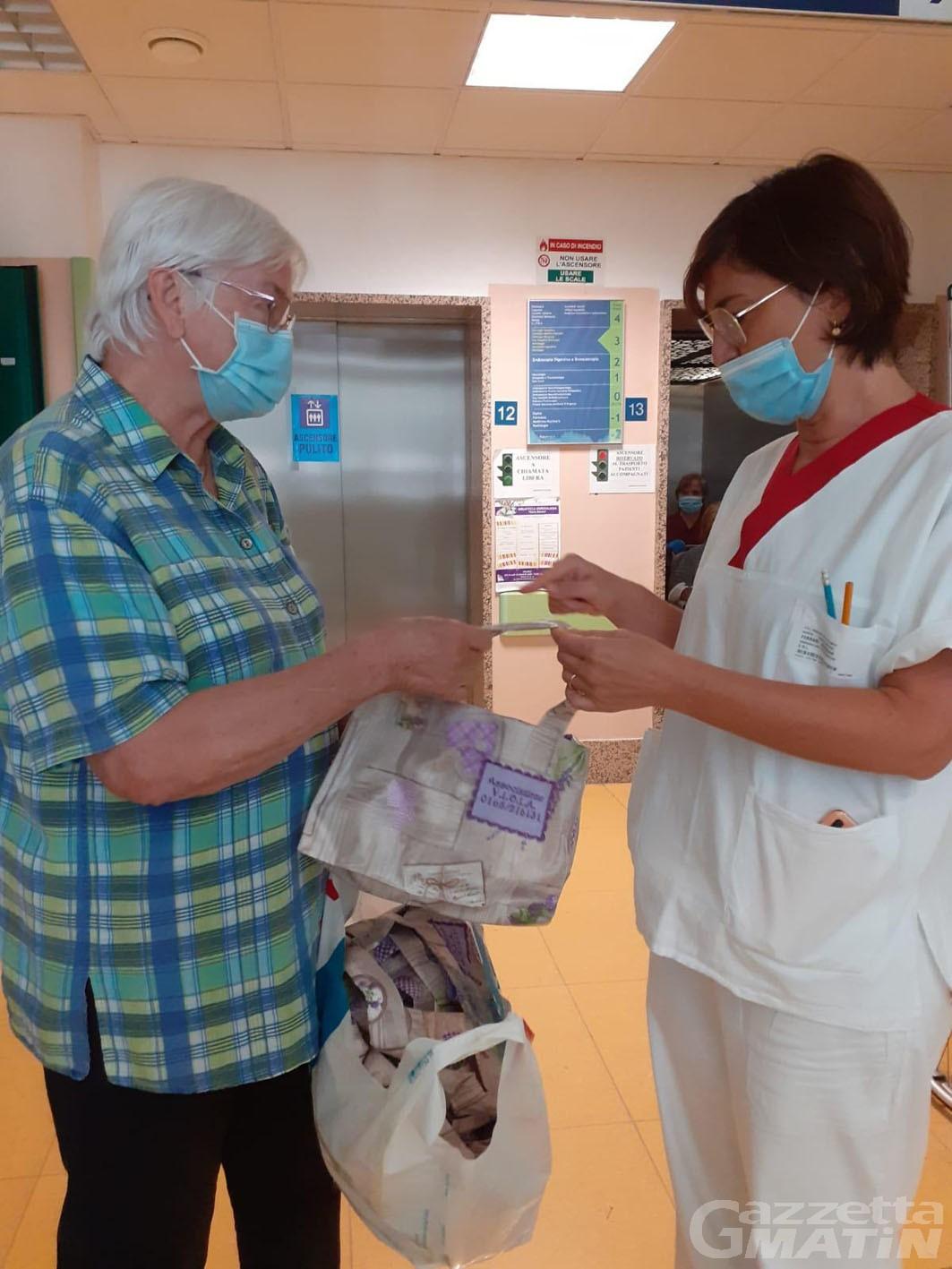 Solidarietà: Viola dona borsine al reparto di chirurgia toracica del Parini