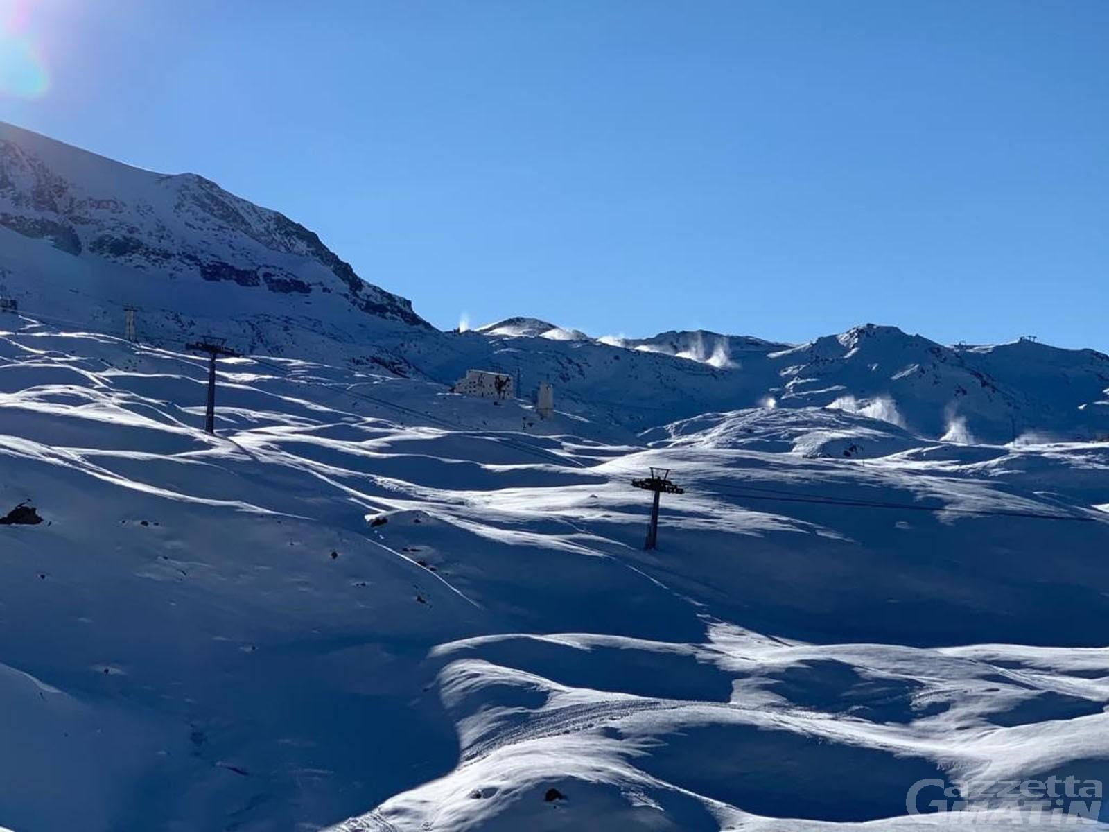 Sci in Valle d'Aosta, Uv: «Tamponi obbligatori per i turisti»