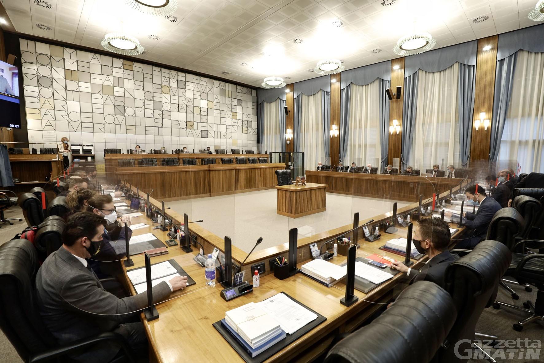 Consiglio Valle: approvato il bilancio di previsione 2021-2023, 2.032 miliardi di euro per il prossimo anno