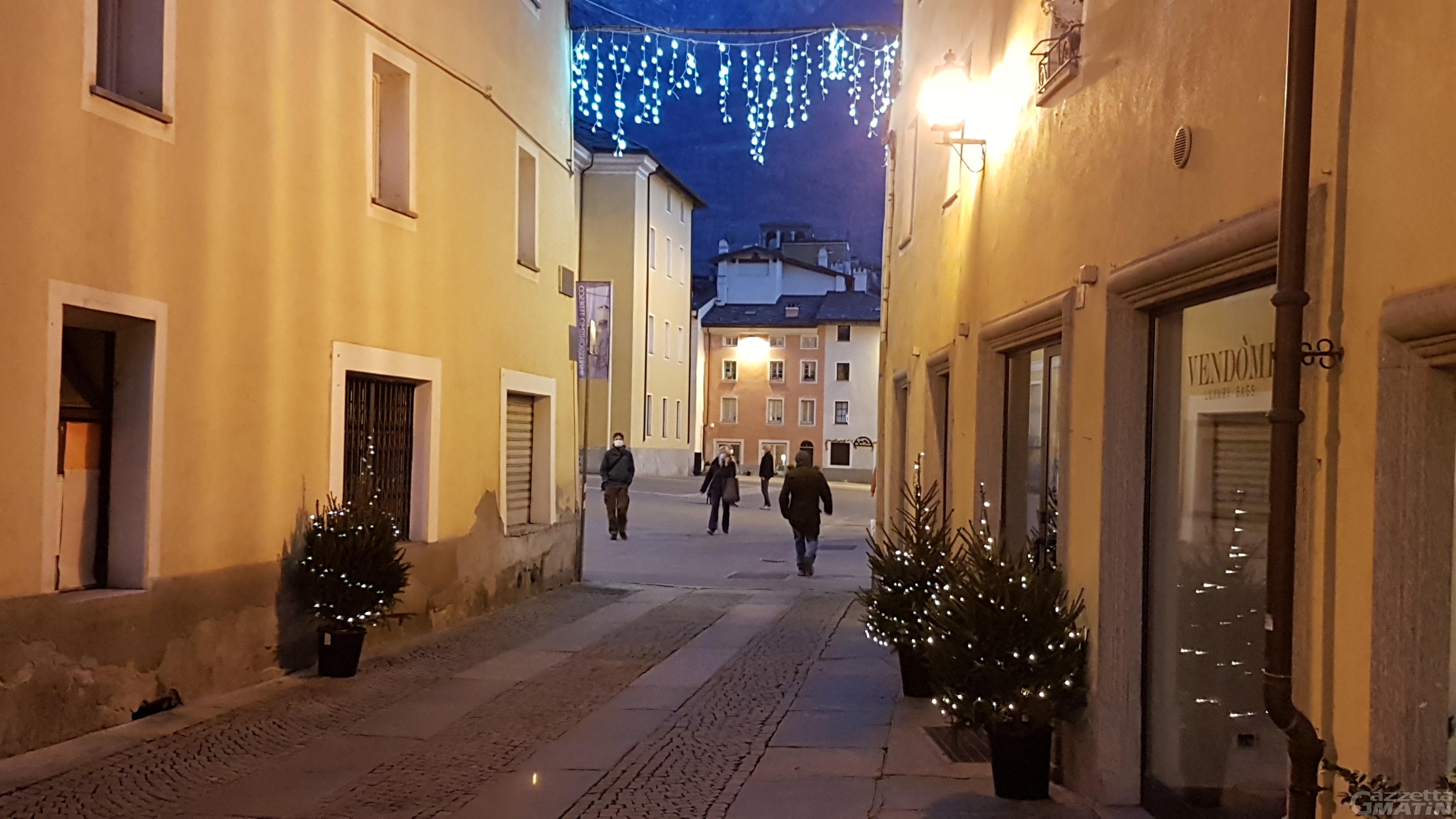 Natale Aosta: 700 alberelli per il centro storico e le vie commerciali