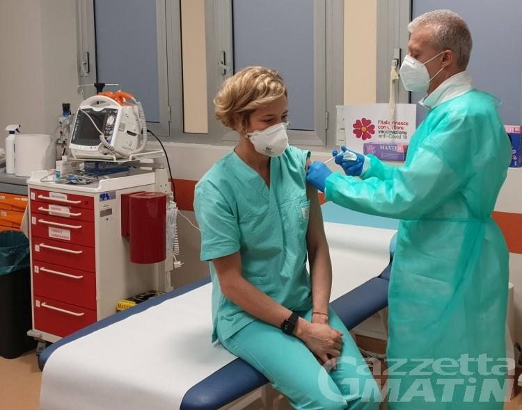 Coronavirus: in Valle d'Aosta si sono vaccinati 770 sanitari