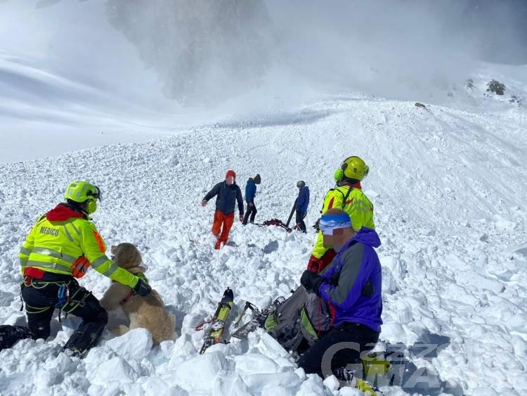 Valanga al Col Fourchon, estratto uno scialpinista in ipotermia