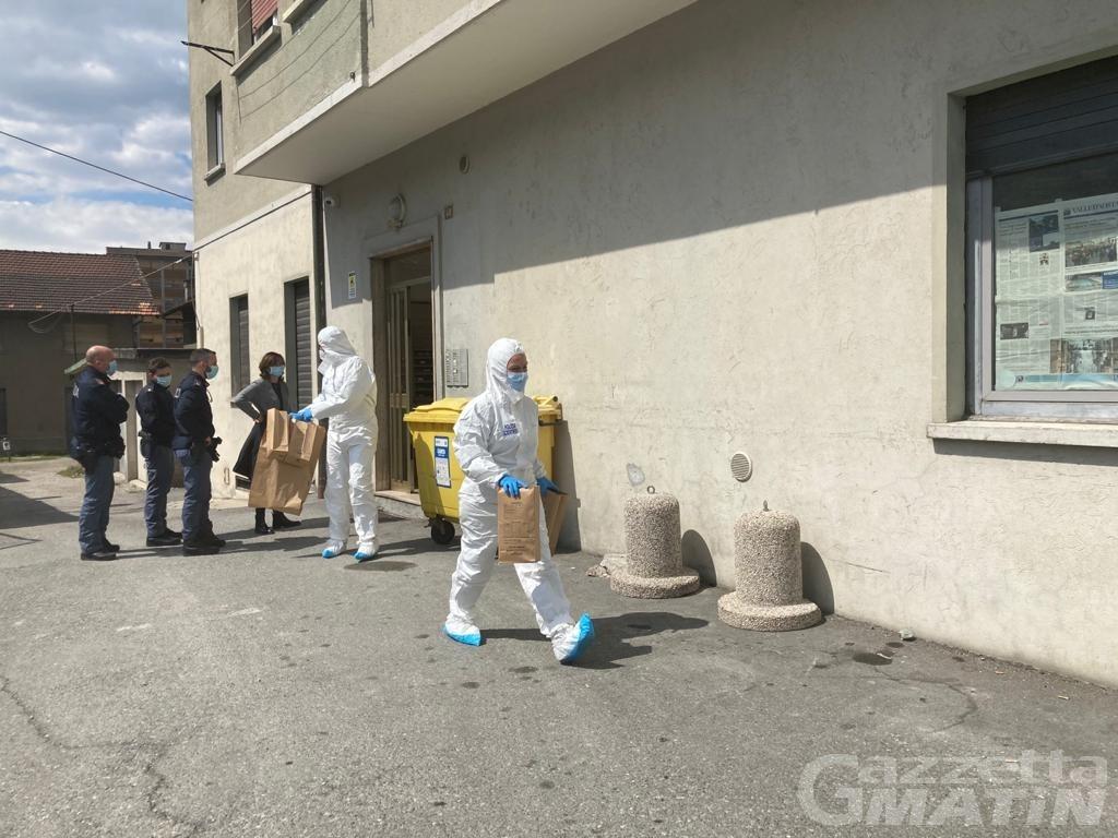 Aosta, donna trovata morta con la gola tagliata: dalle telecamere di sorveglianza forse la soluzione del giallo