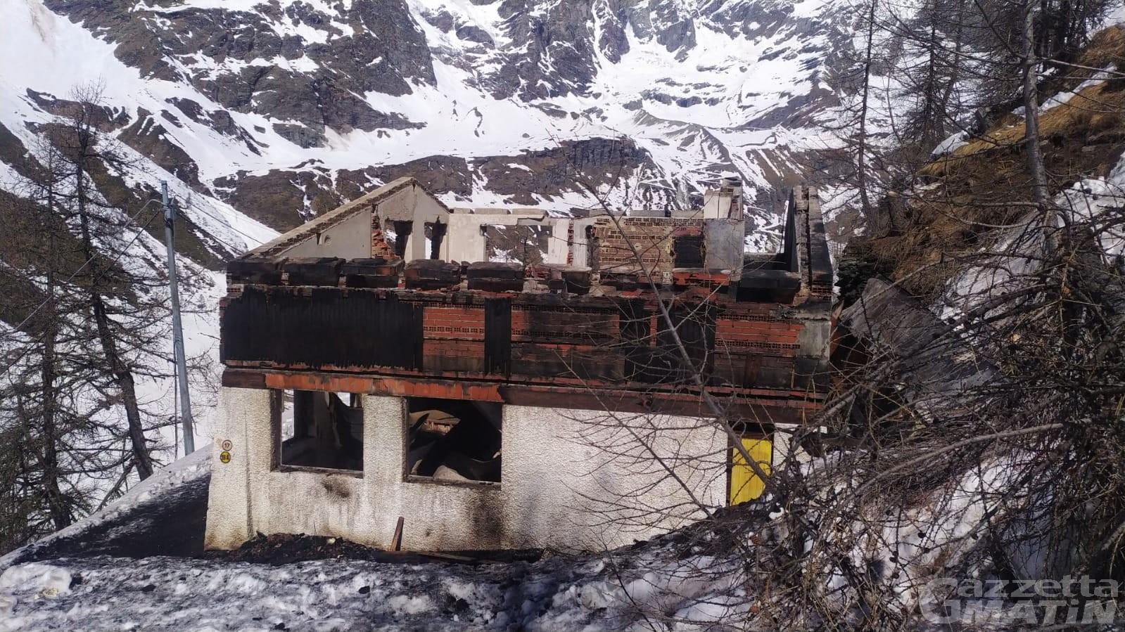 Incendio: in fumo la 'Casa del bob' a Cervinia ormai abbandonata