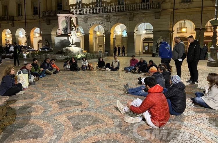 Aosta, disobbedienti in piazza: «qui per difendere la nostra libertà»