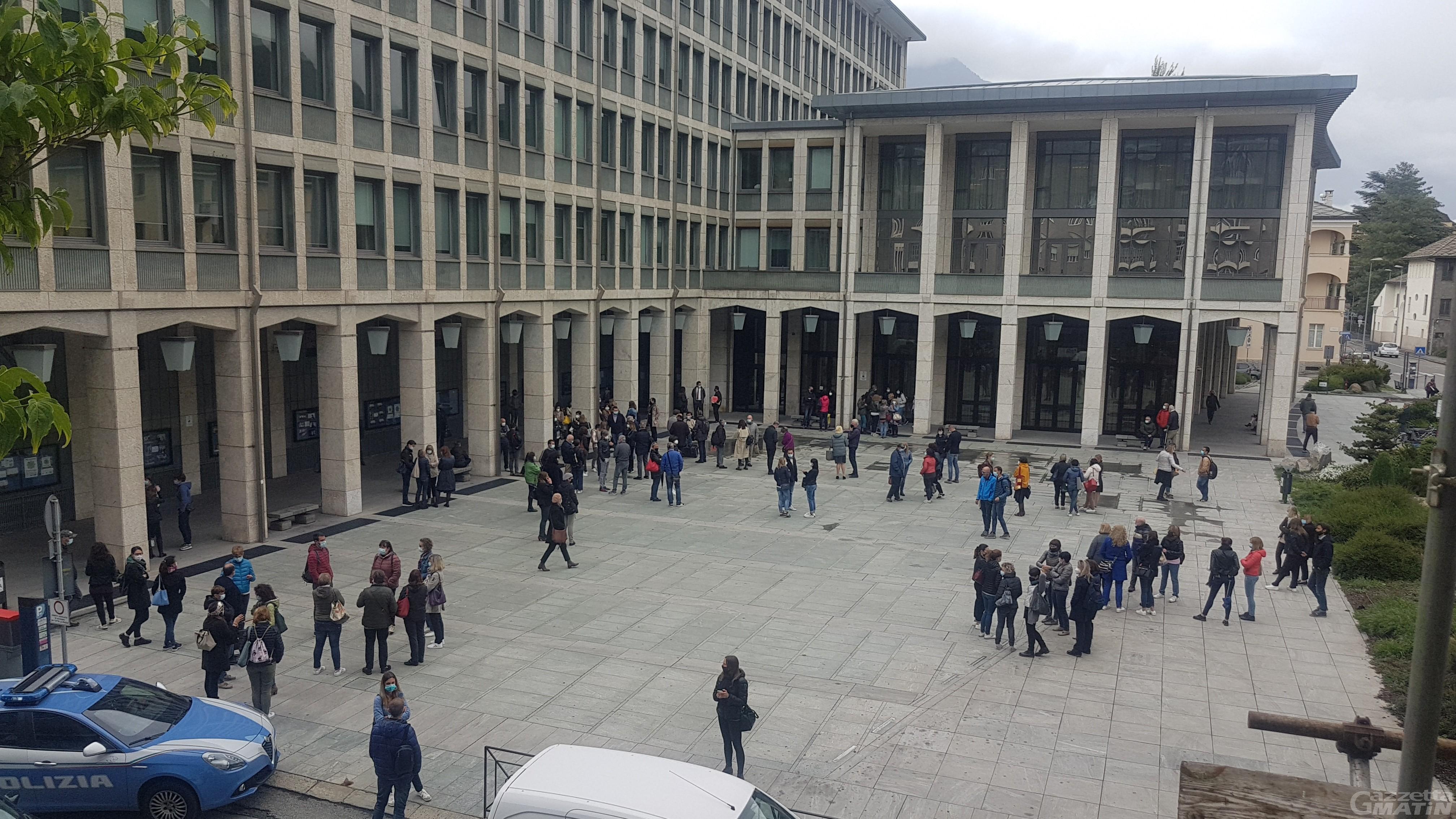 Principio di incendio a Palazzo regionale: dipendenti e politici evacuati