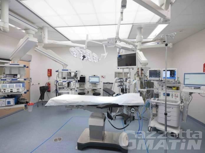 Aosta, interventi chirurgici sospesi ma operato il padre di un politico: indaga la Digos